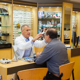 Dr. Leonard helps valley eye patient find best prescription glasses.